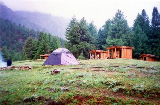 huts at the fairy meadows