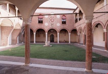 Chiostro Casa Romei