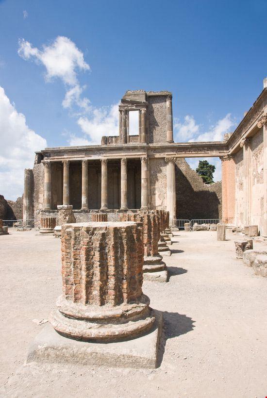 napoles excavacion en pompeya