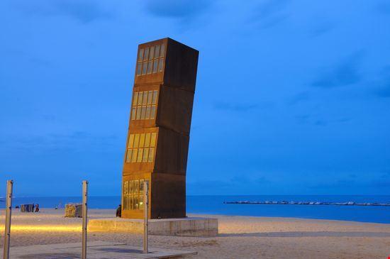Photo Barcelona Sehenswertes Am Strand Von Barceloneta In Barcelona