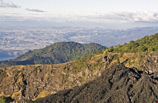 ciudad de guatemala vista de la ciudad de guatemala desde el volcan