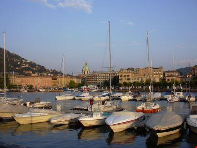 Barche ormeggiate al porto di Como