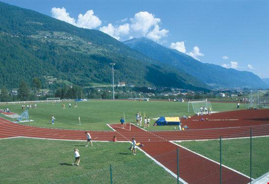 Centro sportivo con pista di atletica