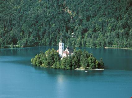Piccola isola nel lago