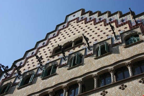 barcelona dachgiebel der casa amatller