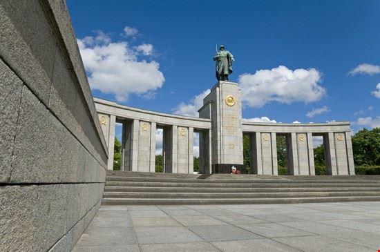 25027 berlin kriegsdenkmal im tiergarten