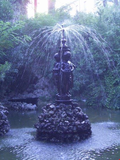 fontana monumentale in Villa