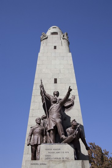 Foto monumento en santiago de chile santiago a santiago for Papeles murales en santiago de chile