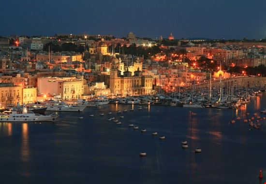 Night view of Vittoriosa