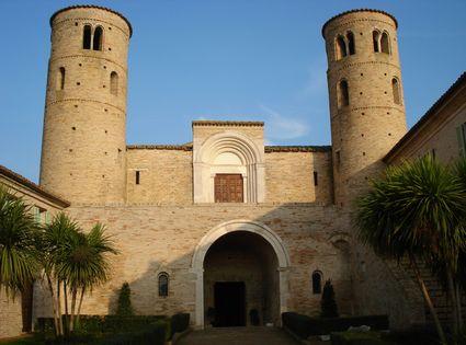 Foto chiesa di san claudio a corridonia 425x315 autore for Se pa arredamenti corridonia