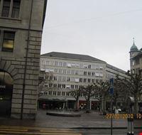 26326 lungo la bahnhofstrasse zurigo