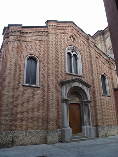 Matrimonio Romano Di Lombardia : Foto veduta chiesa beata vergine di lourdes a romano