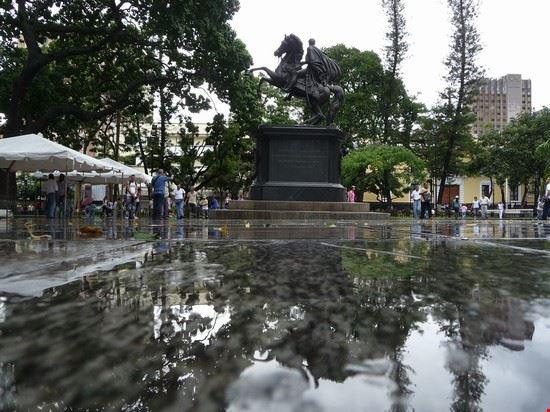27032 caracas plaza bolivar caracas