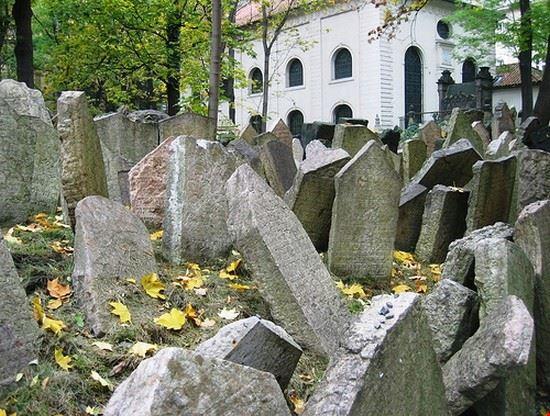 27074 praga vecchio cimitero ebraico