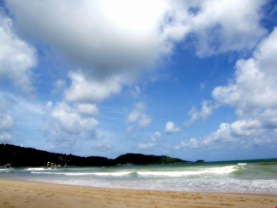 27560 phuket patong beach