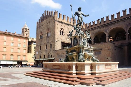 Foto bologna piazza nettuno a bologna 550x365 autore for Hotel dei commercianti bologna