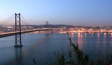 28409_river_tejo_and_25_april_bridge_lisbona