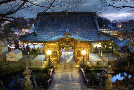 nio-mon gate at narita-san shinsho-ji temple narita