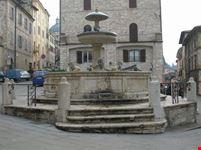 fontana dei tre leoni assisi