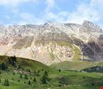 moena una vista di giorno delle montagne dal san pellegrino