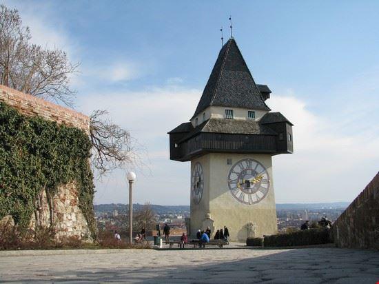 La torre dell'orologio al castello di Graz,una meta imperdibile per i visitatori