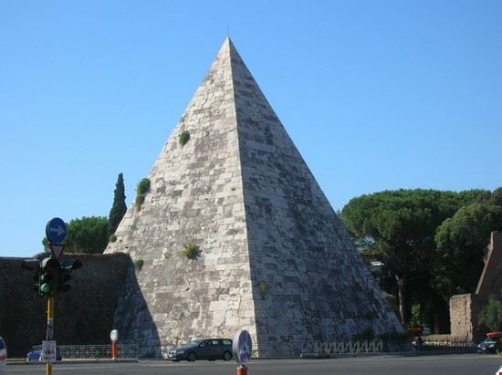 30698 piramide roma