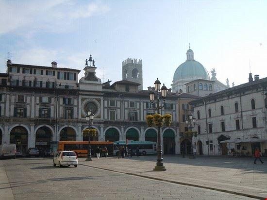 31651 town square brescia