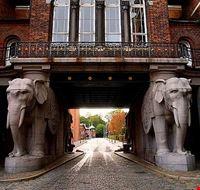 copenaghen porta degli elefanti all  ingresso della carlsberg