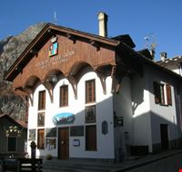 piazza abbe henry courmayeur