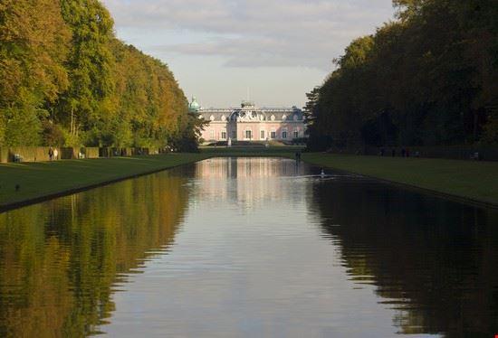 castello di benrath visto dal parco