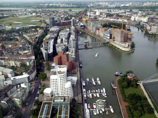 veduta aerea del mediahafen di dusseldorf