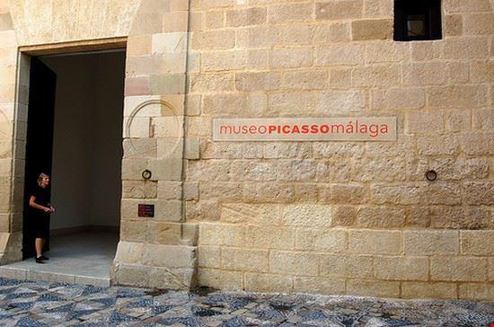 33082 malaga museo de picasso