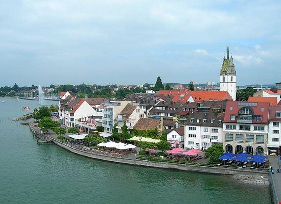 lake shore promenade friedrichshafen
