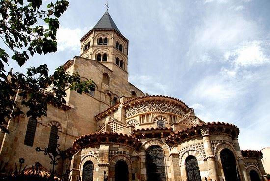 clermont-ferrand basilique notre-dame du port a clermont-ferrand