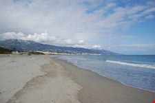 bastia veduta su una spiaggia della marana