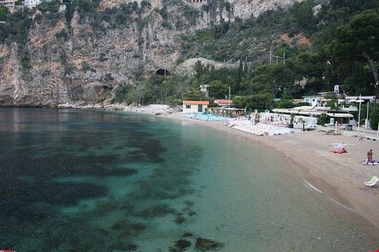 una delle spiagge di cap d  ail