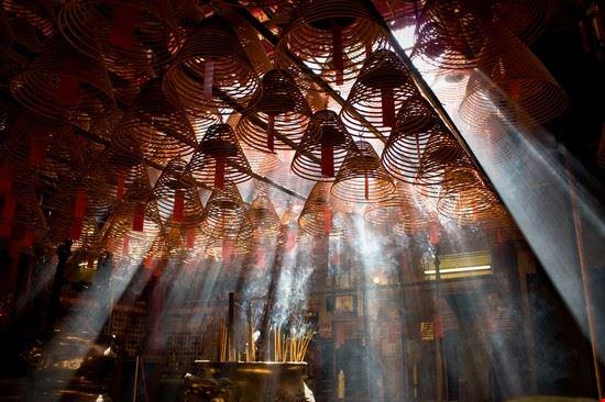 hong kong l  interno del tempio di man mo