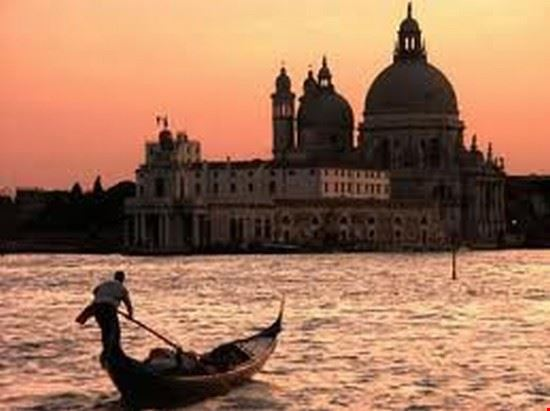 Beh, che dire, Venezia è senza dubbio la città piu' bella e romantica del Mondo!