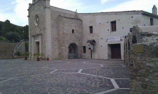 Chiesa santuario Madonna della Scala Belvedere Spinello KR