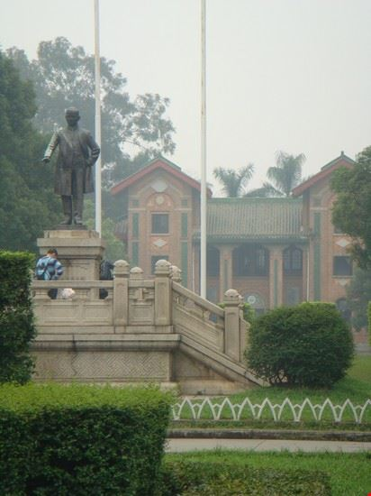 guangzhou sun yat-sen statue in haizhu nathlie zuch 2010