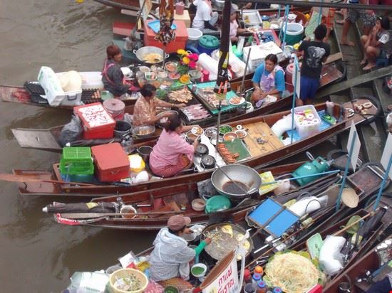 34582 bangkok ampawa mercato galleggiante