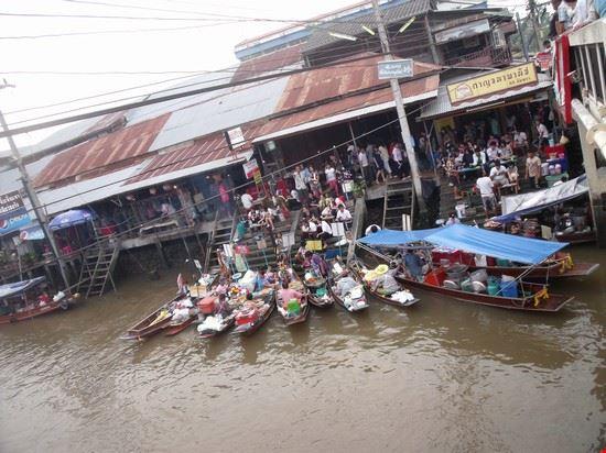 34584 bangkok ampawa mercato galleggiante