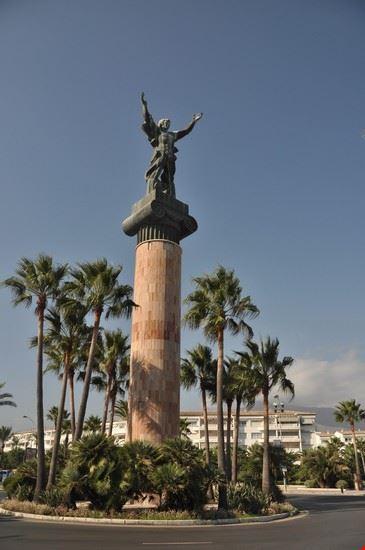 marbella siegestatue puerto banus
