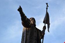huelva kolumbusstatue auf dem plaza de las monjas de huelva