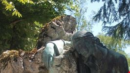 zagreb statue im mirogoj-friedhof
