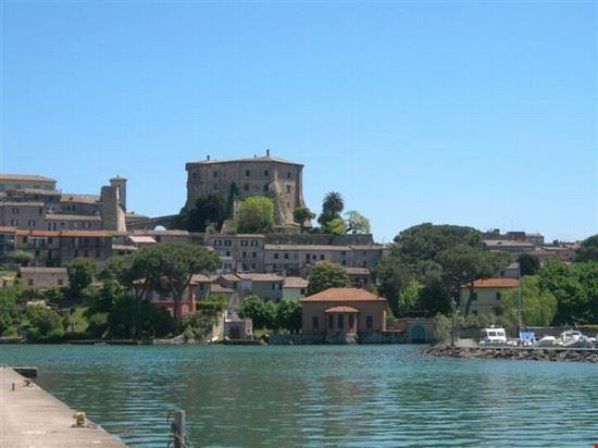 il castello dal lago