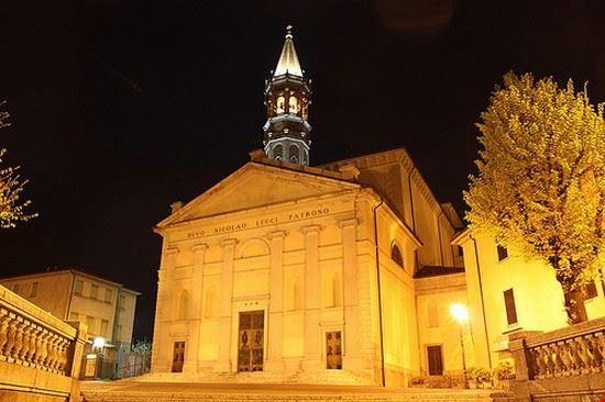 35662 lecco historic building
