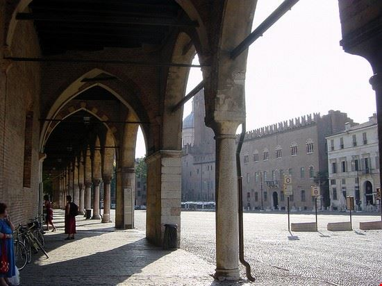 mantua arkaden unter dem palazzo ducale