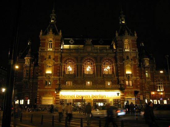 36072 amsterdam stadsschouwburg at night