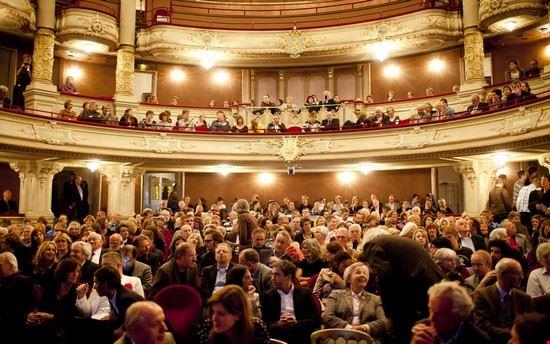 36073 amsterdam bezoekers van de nacht van de geschiedenis 2010